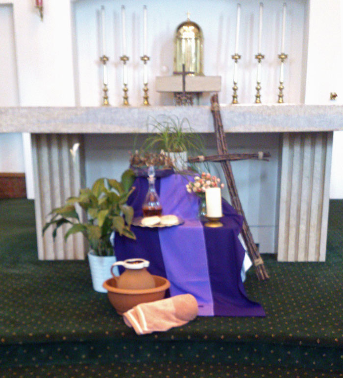 Maundy thursday st alban 39 s catholic church for Altar decoration for first holy communion